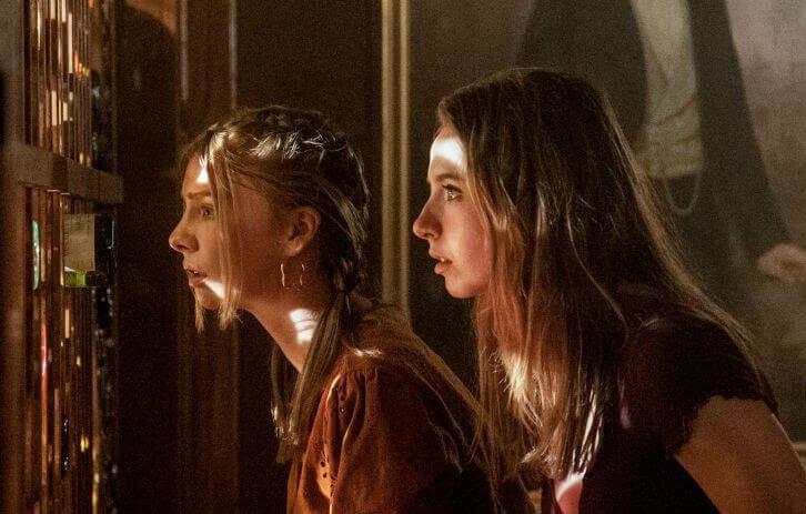 Maddie Phillips Anjelica Bette Fellni Slutty Teenage Bounty Hunters Netflix 1